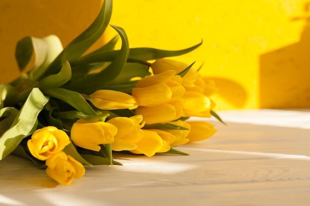 Wysoki kąt bukiet kwiatów