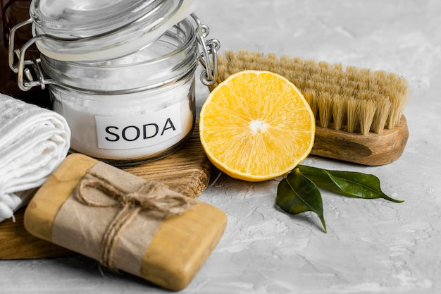 Wysoki kąt ekologicznych środków czyszczących z mydłem i cytryną
