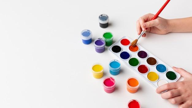 Wysoki kąt kolorowy aquarelle z miejsca kopiowania