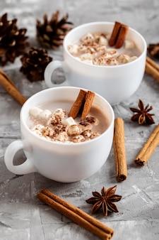 Wysoki kąt koncepcji gorącej czekolady