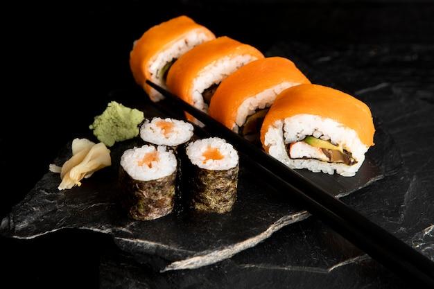 Wysoki kąt koncepcji pyszne sushi