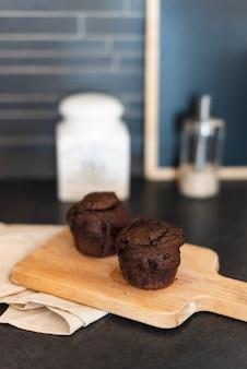 Wysoki kąt muffinek na siekaczu