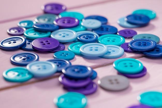 Wysoki kąt niebieskich przycisków