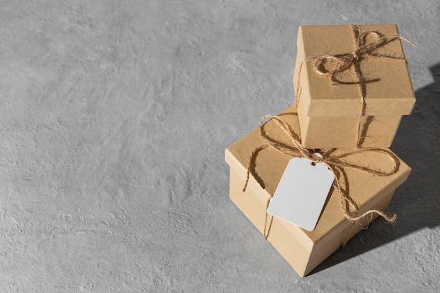 Wysoki kąt pudełek na prezenty święto trzech króli z miejscem na kopię