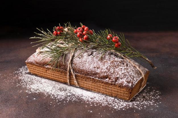 Wysoki kąt świąteczny deser z czerwonymi jagodami