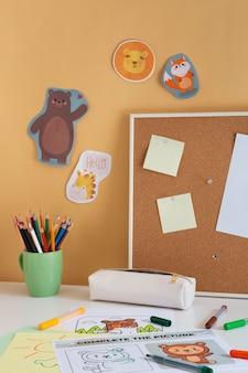 Wysoki kąt ustawienia biurka dla dzieci