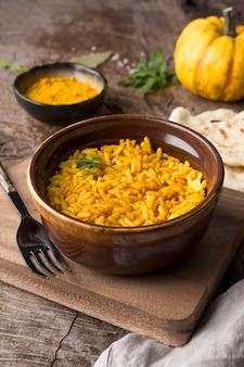 Wysoki kąt żółty ryż i dynia