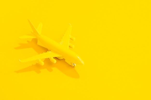 Wysoki kąt żółty samolot