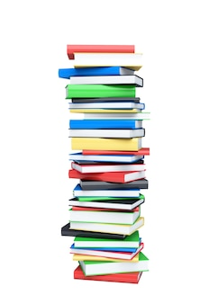 Wysoki stos książek na białym tle