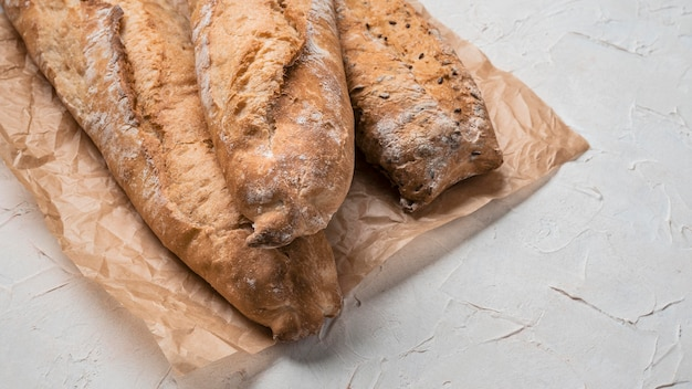 Wysoki widok bochenków chleba