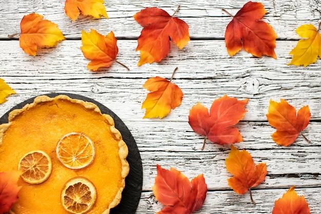 Wysoki widok ciasto z dyni jesień jedzenie