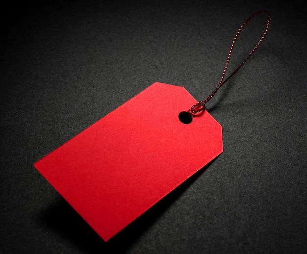 Wysoki widok czerwony metka z ceną miejsca