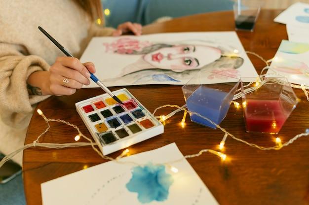 Wysoki widok portretów i paleta kolorów