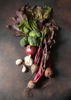 Wysoki widok zdrowych warzyw zimą