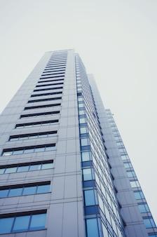 Wysoki wieżowiec budynku