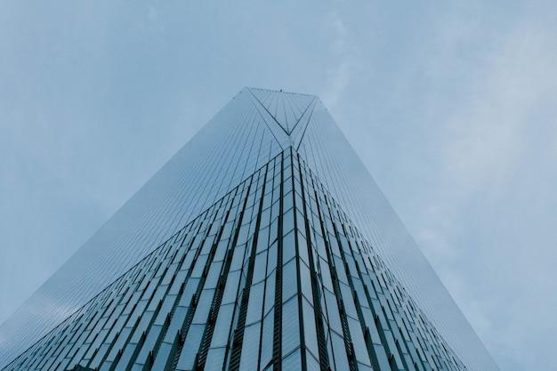 Wysoki wieżowiec w nowym jorku