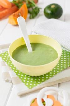 Wysokie kąty zielone jedzenie dla niemowląt
