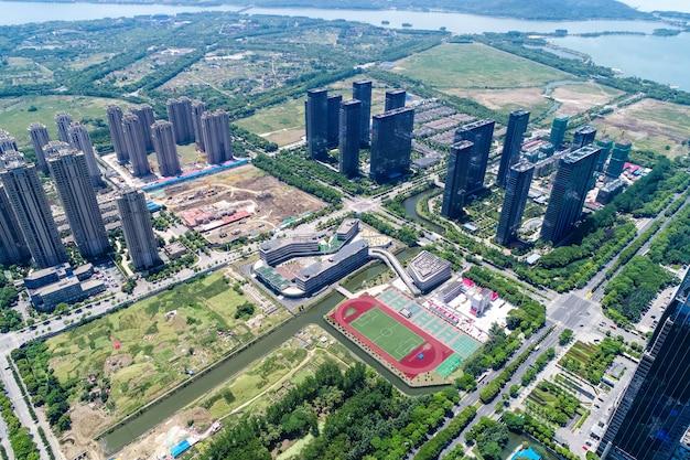 Wysokie kondominium i budynki biurowe