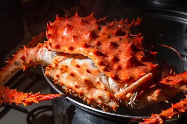 Wysokie owoce morza w garnku