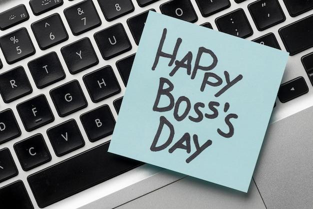 Wysokiego kąta widok szczęśliwy szefa dnia pojęcie