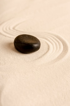 Wysokiego kąta zdroju pojęcie z piaskiem i kamieniem