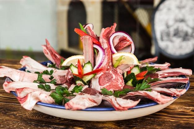 Wysokiej jakości kawałek surowego mięsa