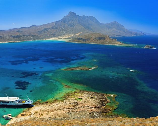 Wyspa gramvousa u zbiegu mórz kreteńskiego, libijskiego i jońskiego