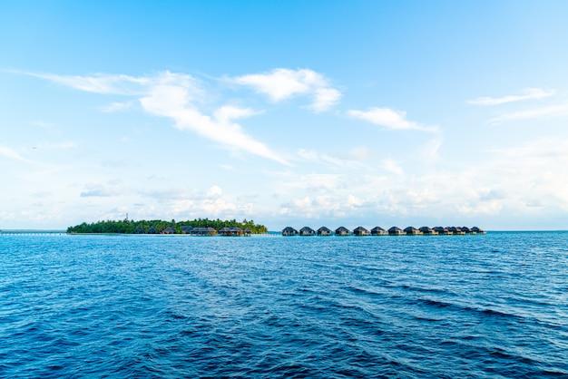 Wyspa malediwy na oceanie indyjskim