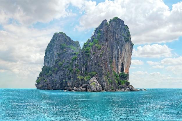 Wyspa na morzu w thailand