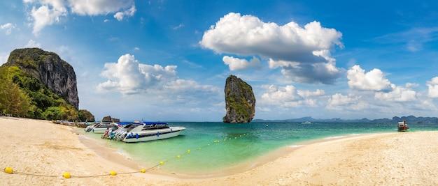 Wyspa poda tajlandia w słoneczny dzień