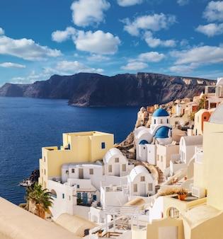 Wyspa santorini w grecji, wioska oia, obraz panoramiczny.
