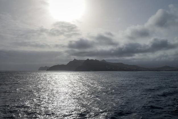 Wyspa sao vicente o zachodzie słońca, wyspy zielonego przylądka