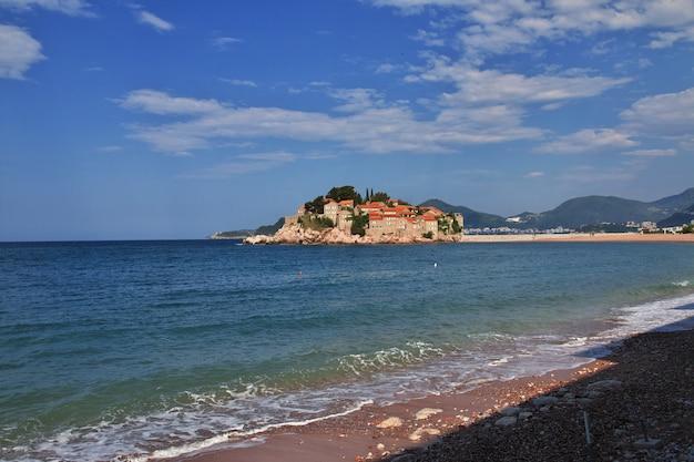 Wyspa sveti stefan na morzu adriatyckim, czarnogóra