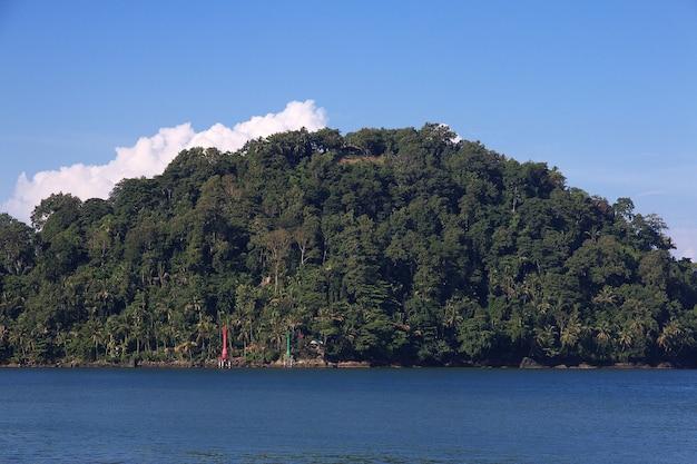 Wyspa w mieście padang, indonezja