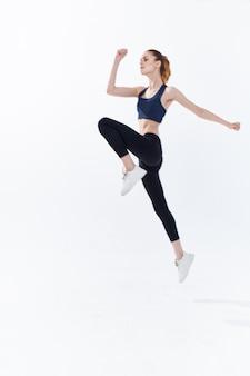 Wysportowana kobieta ćwiczenia styl życia energia trening cardio jogging