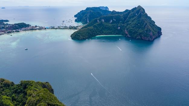 Wyspy phi phi i turystycznych łodzi widok z lotu ptaka