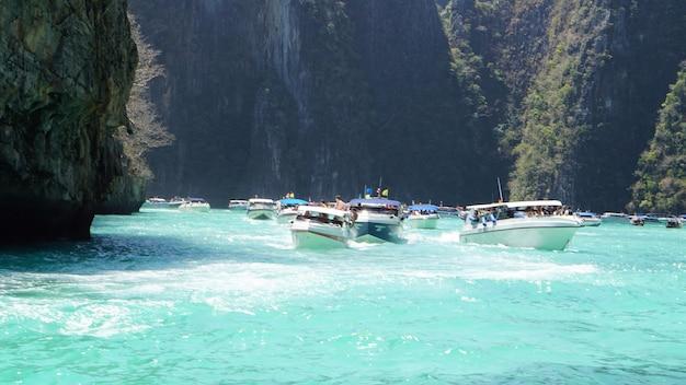 Wyspy similan, tajlandia. tropikalny krajobraz. podróż w koncepcji azji. punkt orientacyjny tajlandii.