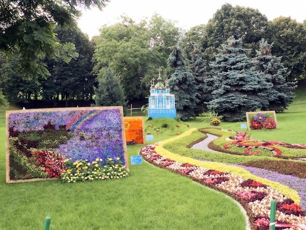 Wystawa kwiatów naturalnych.