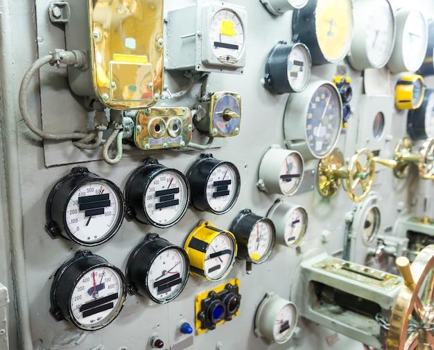 Wystawa muzeum morskiego na statku wojskowym