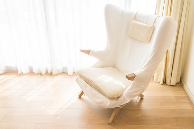 Wystrój wnętrz biały fotel styl życia