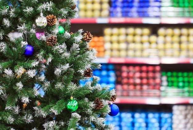 Wyświetlane są elementy dekoracyjne na święta dziękczynienia i okresy świąteczne w różnych wzorach i kolorach