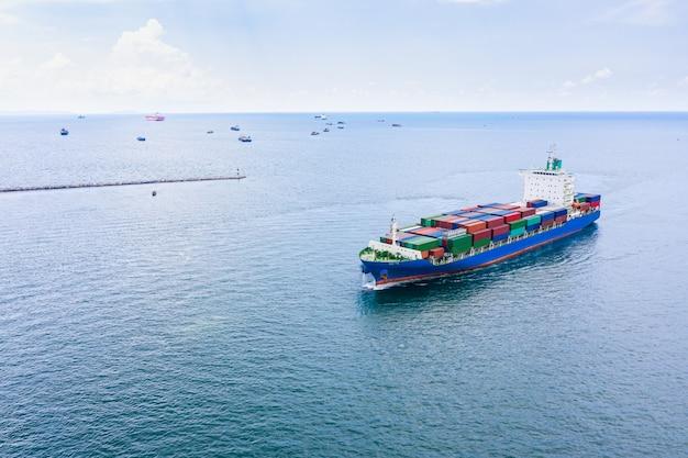 Wysyłka kontenerów logistycznych ładunków międzynarodowe otwarte morze