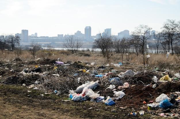 Wysypisko. zanieczyszczenie środowiska.