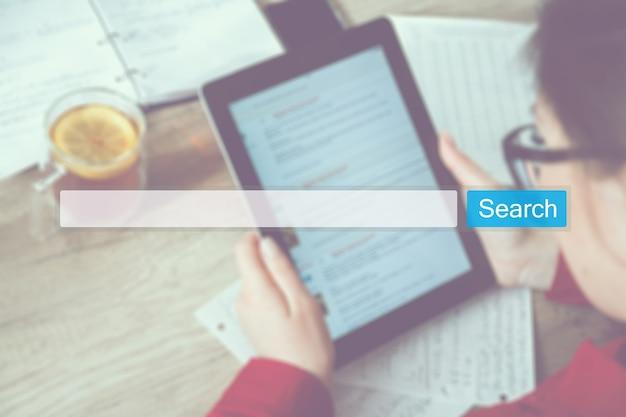 Wyszukaj koncepcję przeglądania internetu w internecie