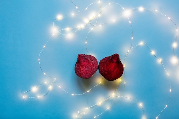Wytnij buraki i świąteczne bajki na niebieskim tle
