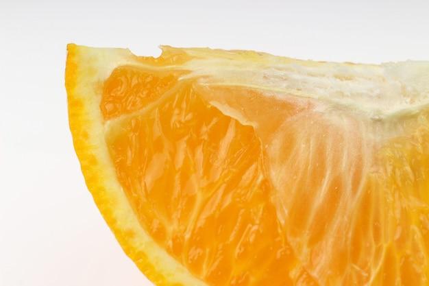 Wytnij pomarańczę na biało