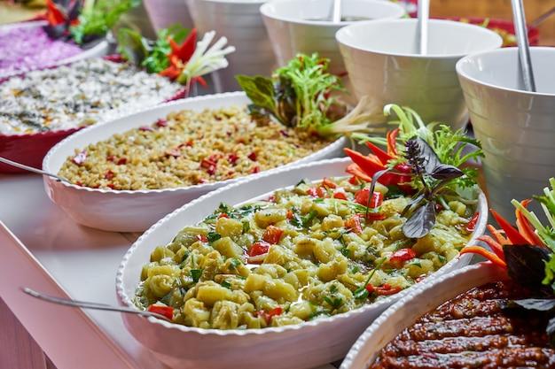 Wyżywienie w formie bufetu w luksusowej restauracji