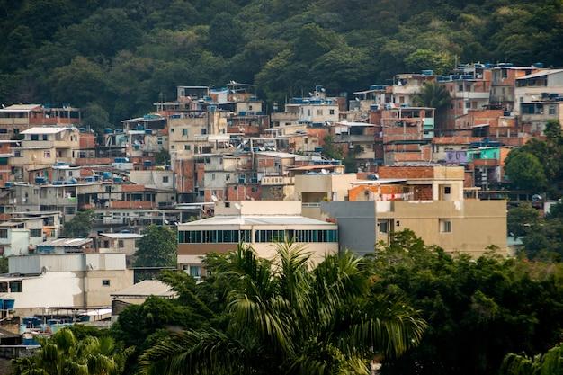 Wzgórze tijuquinha po zachodniej stronie rio de janeiro brazylia.