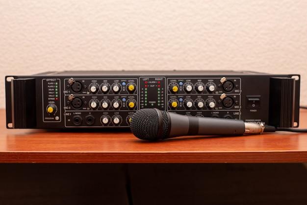 Wzmacniacz muzyczny mikrofon studyjny