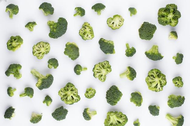 Wzór brokuły na białym tle na białym tle